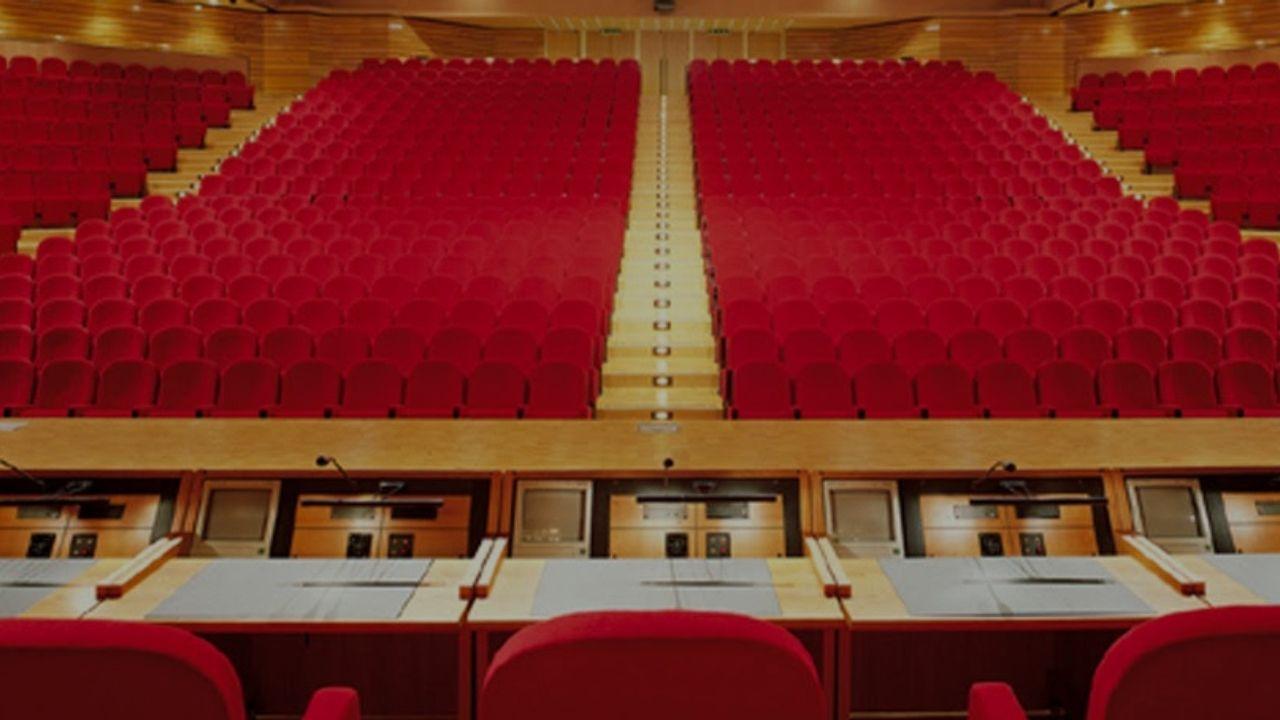 Fiera di Vicenza, Centro Congressi, sala Palladio:</br>i pavimenti e i rivestimenti in legno selezionati e posati da EF Superfici.