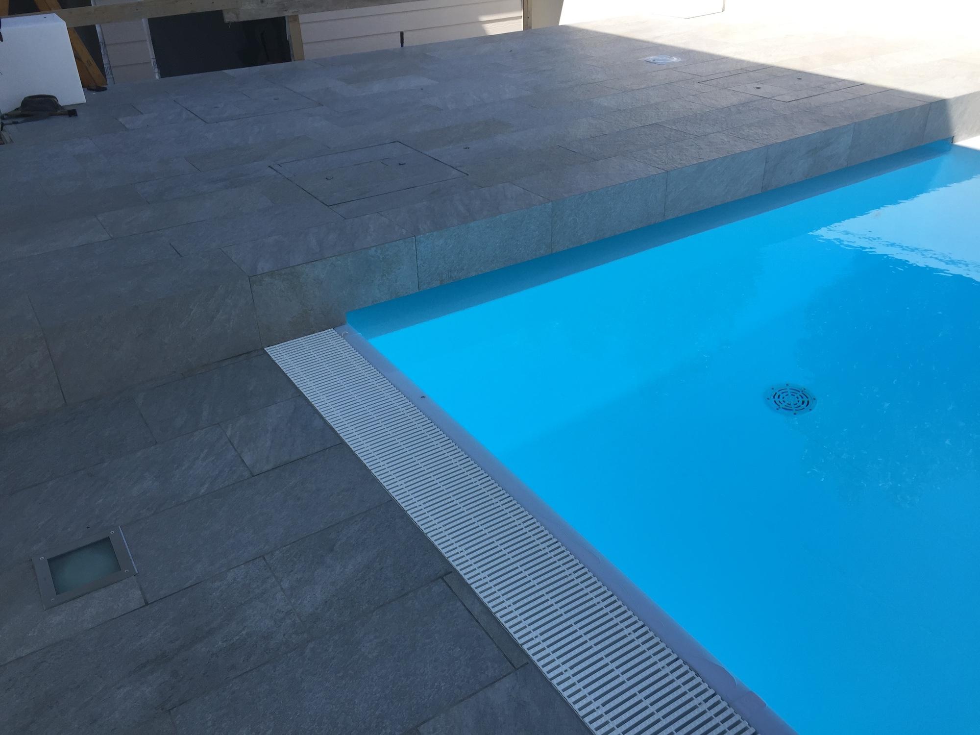 Rifacimento pavimentazione esterna e solarium piscina privata a Vicenza